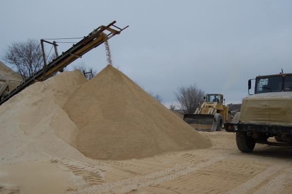 Песок речной или карьерный